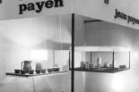 """Stand de Jean Payen dans un """"salon"""" parisien en janvier 1964."""