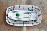 Ensemble de coupelles et petits plats rectangulaires décorés, c. 1960.