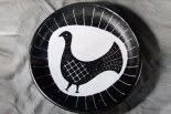 Plat rond avec décor d'oiseau, c. 1955.