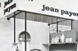 Dans un salon parisien (des ateliers d'art ou des arts ménagers ?), début des années 60.